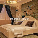 Дизайн спальни в стиле прованс с фреской для женщины
